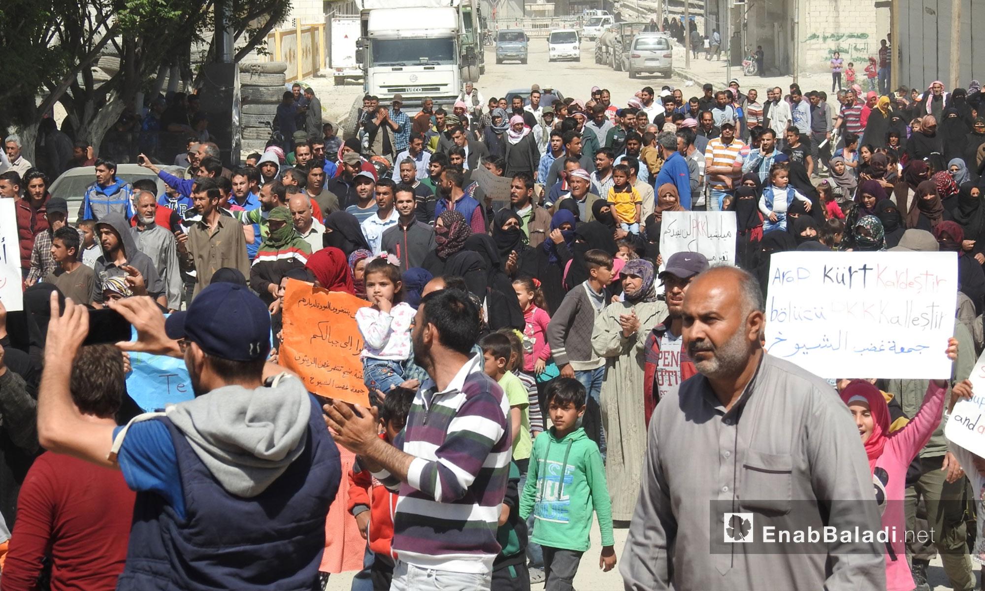 أهالي جرابلس يتظاهرون مطالبين بالتحرك نحو شرق الفرات - 6 من نيسان 2018 (عنب بلدي)