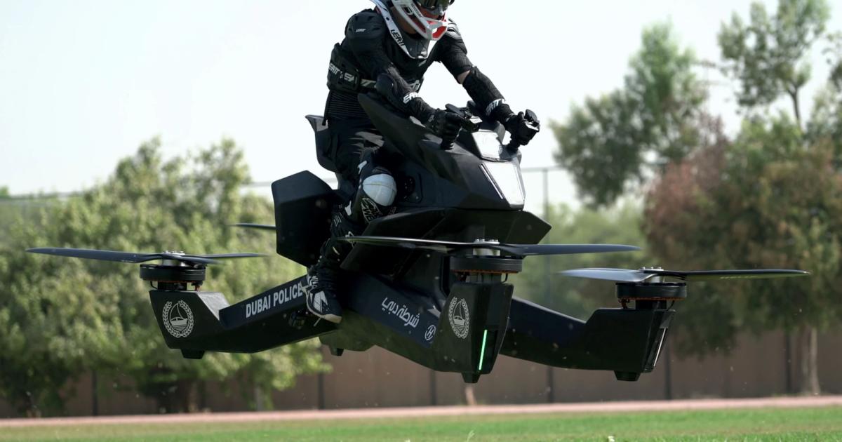 """شاهد: فشل الدراجة الطائرة الروسية """"سكوربيون"""" في اختبار لشرطة دبي ونجاة الطيار بأعجوبة"""